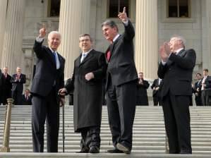 Mark Kirk returns to Capitol.