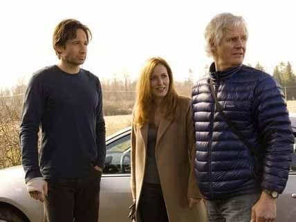 David Duchovny (Fox Mulder) and Gillian Anderson (Dana Scully) on set of the X-Files with creator Chris Carter.