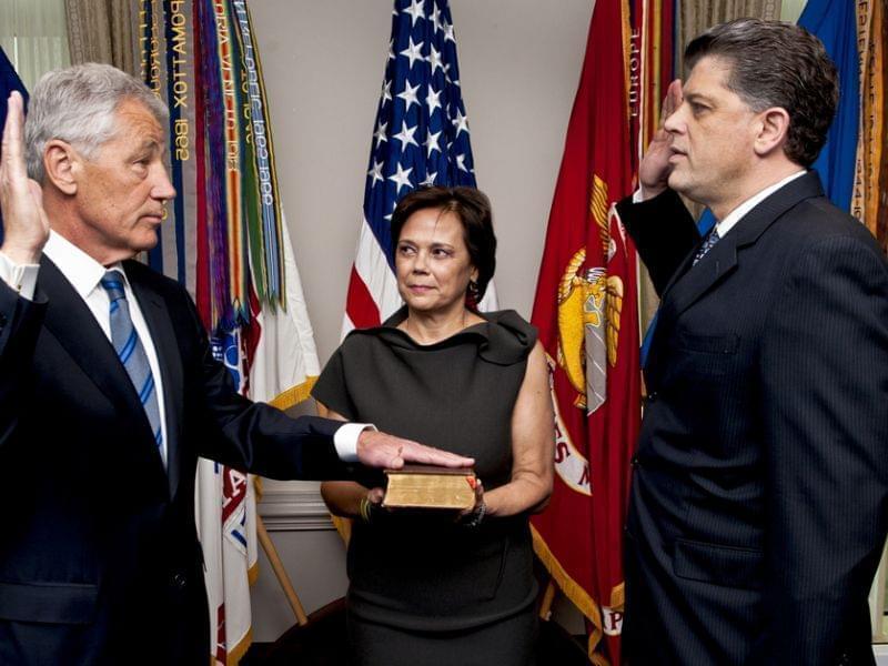 Chuck Hagel being sworn into office
