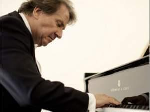 Rudolf Buchbinder at the piano