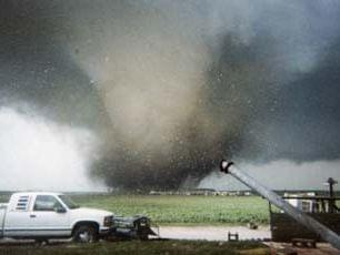 a tornado in Roanoke, Illinois, 2004