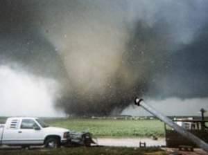 a tornado in Roanoke, Illinois, 2004
