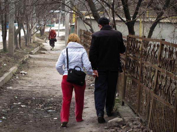 Oxana and Pavel Rucsineanu walk to the tuberculosis hospital