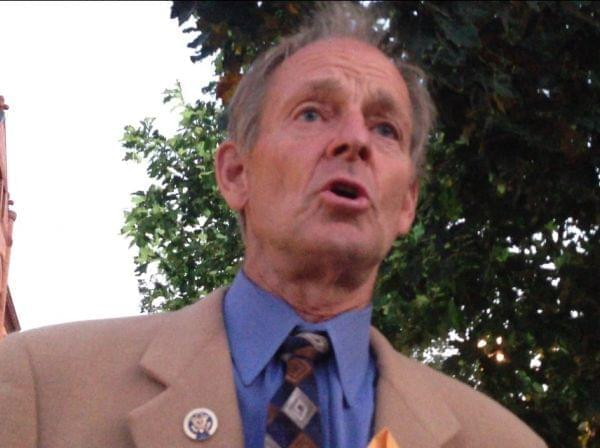 Former U.S. Rep. Tim Johnson (R-Urbana) speaks during a candle light vigil in opposition to a possible military strike in Syria.