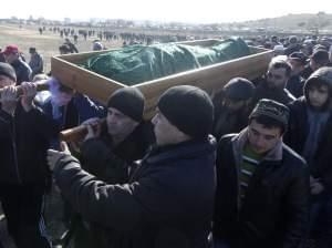 Crimean Tatars during funeral of Reshat Ametov