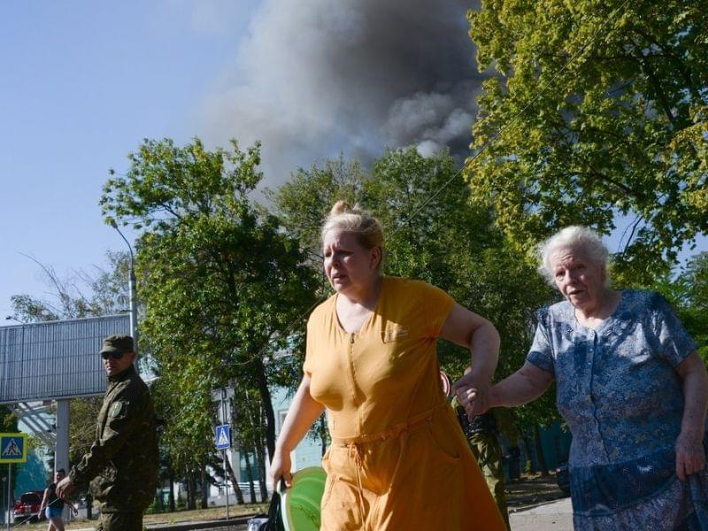 Women rush to avoid a shelling in Donestsk.