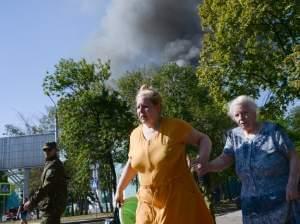 Women rush to avoid a shelling in Donestsk.