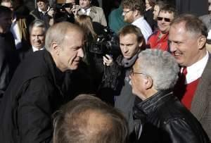 Gov.-elect Bruce Rauner greets supporters in Springfield, Ill.