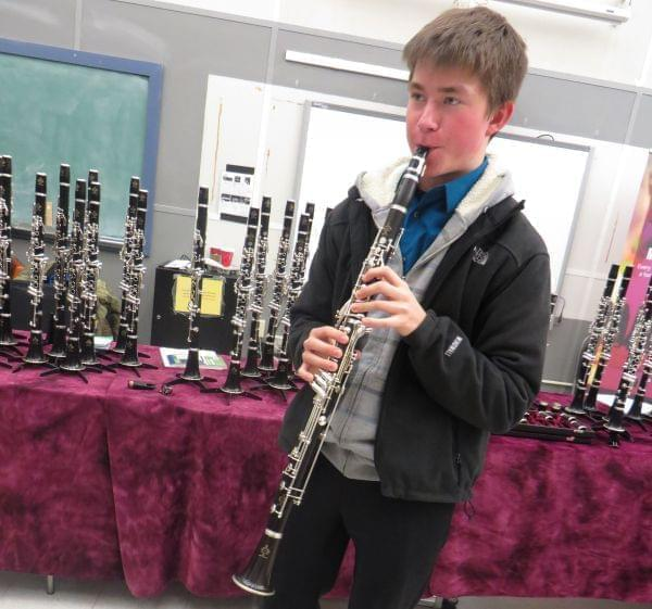 photo of Henry Aldo playing the clarinet