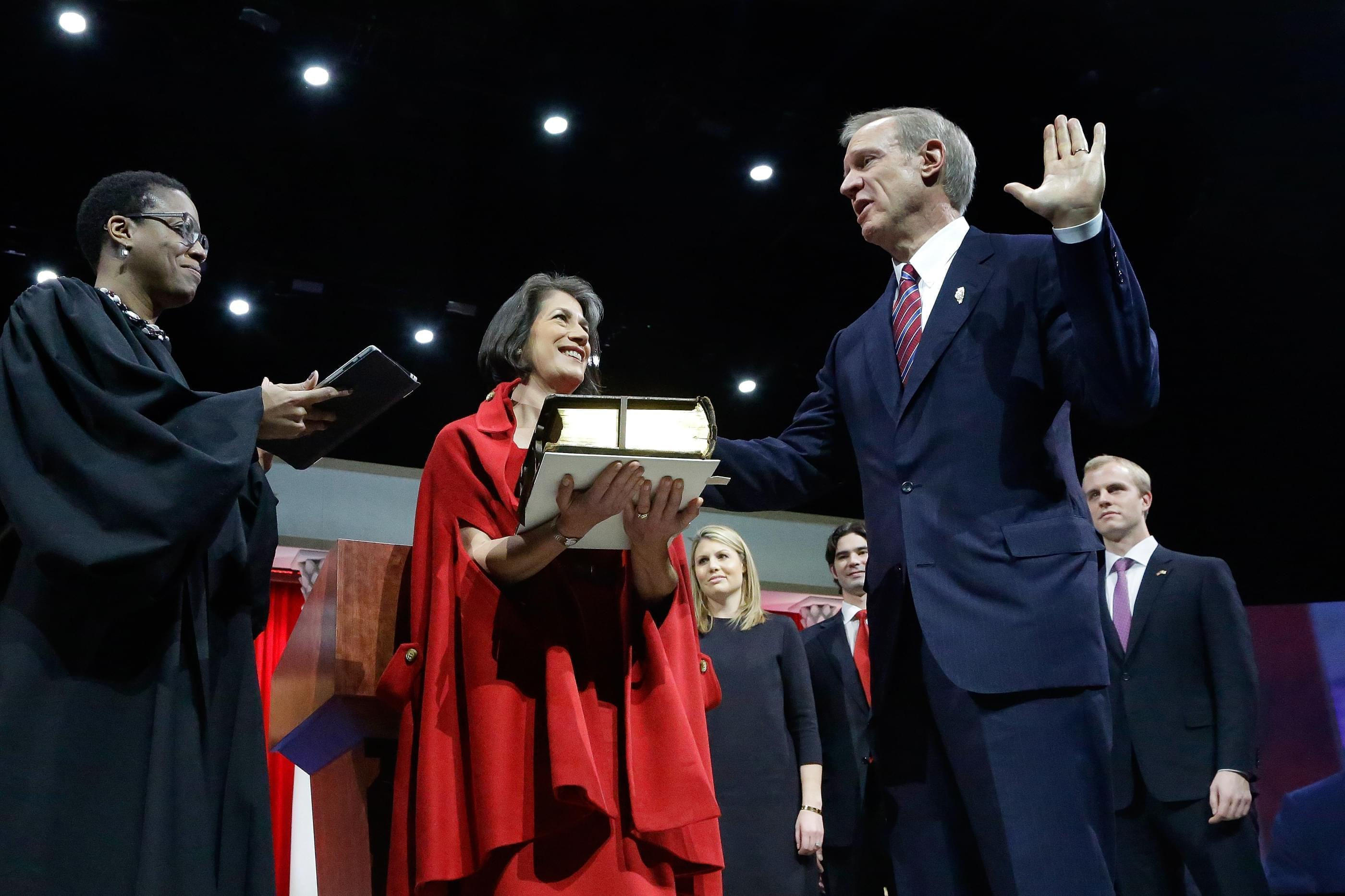 Bruce Rauner takes the oath of office as Illinois' 42nd governor.