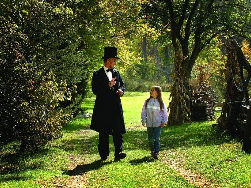 As Lincoln, Klein speaks with a young girl.