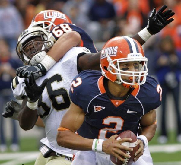 Illinois offensive linesman Simon Cvijanovic (68) blocks Western Michigan defensive end Deauntay Legrier (36) while Illinois quarterback Nathan Scheelhaase (2) looks to pass during the second half of an NCAA college football game on Saturday, Sept. 2