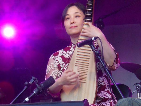 A woman playing a pipa.