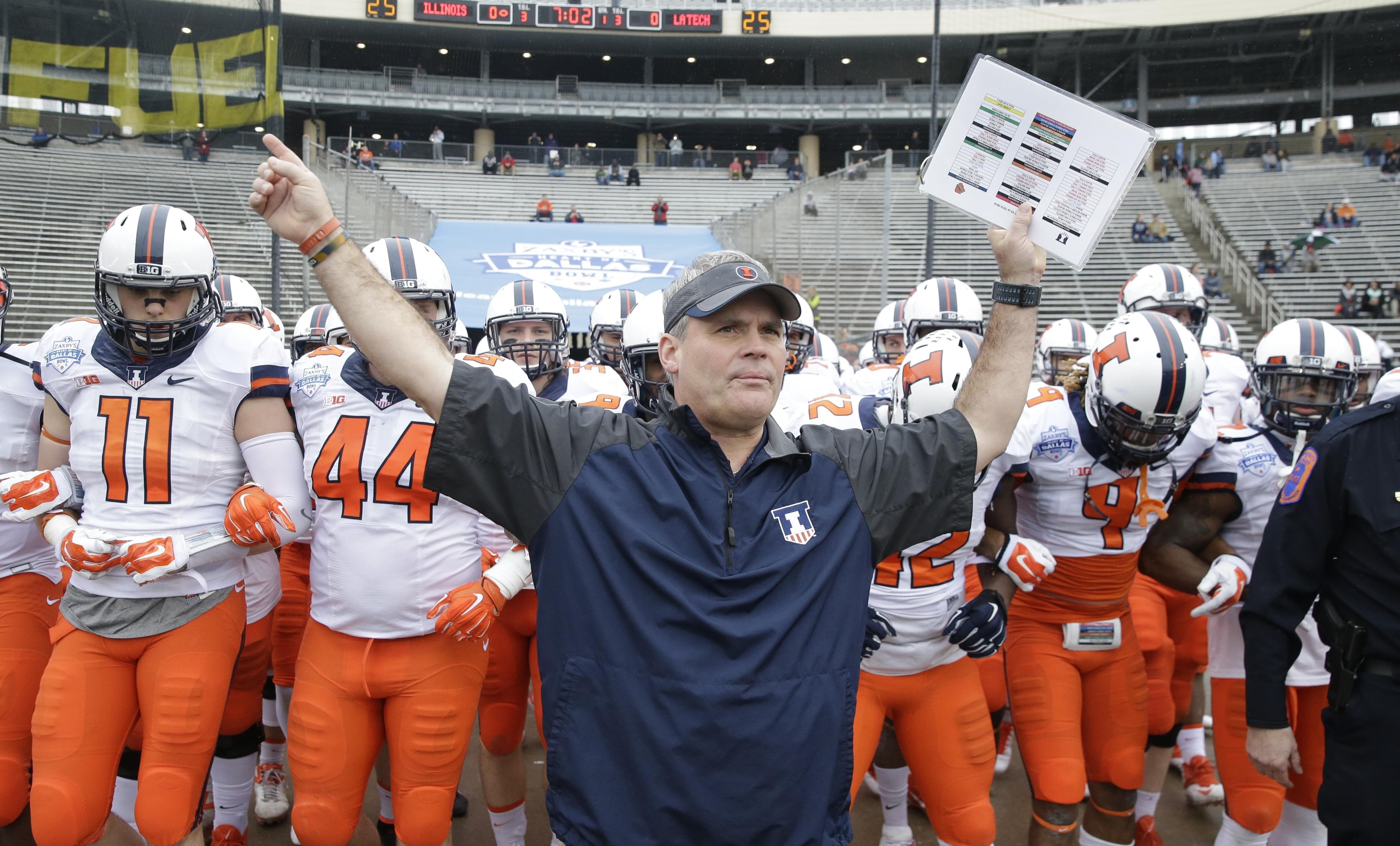 Illinois head coach Tim Beckman lines up with his players before the Heart of Dallas Bowl NCAA college football game against Louisiana Tech Friday, Dec. 26, 2014, in Dallas.