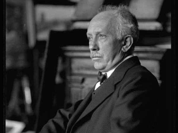 Black and white photo of composer Richard Strauss.