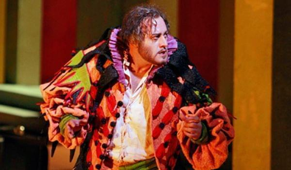 A man onstage for an opera