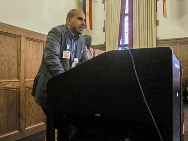Steven Salaita speaking at the YMCA at the University of Illinois campus in 2014.