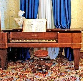 A piano played at Abraham Lincoln's wedding.