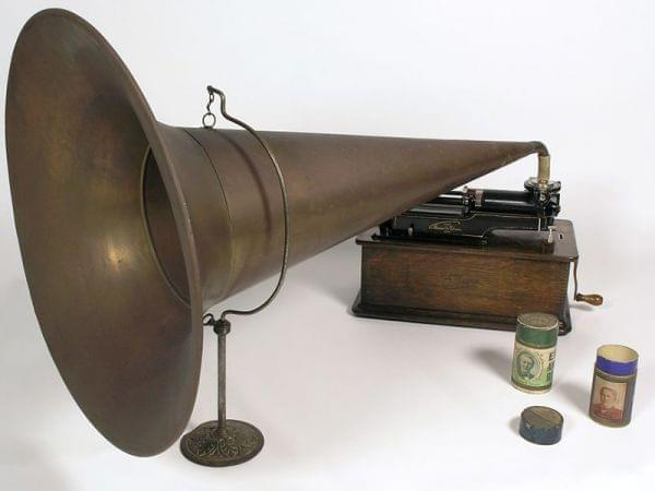 Picture of an old Edison Phonograph