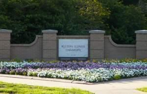 The entrance of Western Illinois University