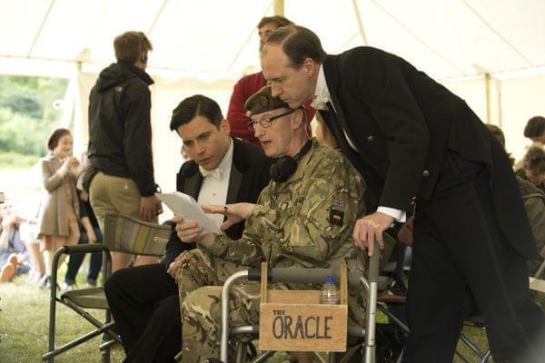 Bruce (middle) discussing protocol with Rob James-Collier (Tomas, left) and Kevin Doyle (Mr. Mosley, right).