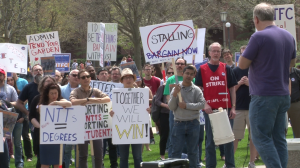 Members of NTFC Local 6546 picket outside the University of Illinois English Building