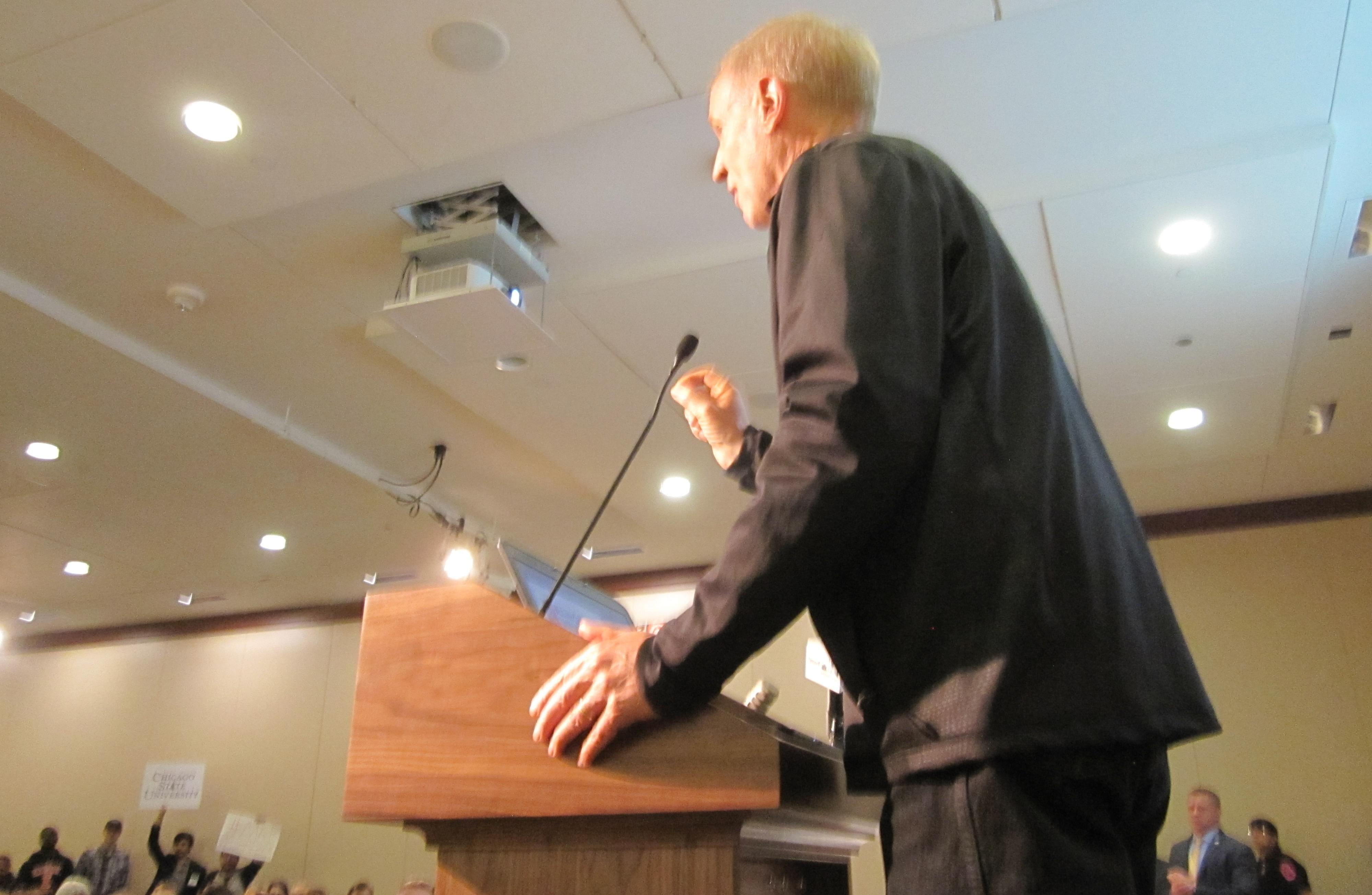 Governor Bruce Rauner addressing the Illinois Innovation Prize ceremony at the University of Illinois.