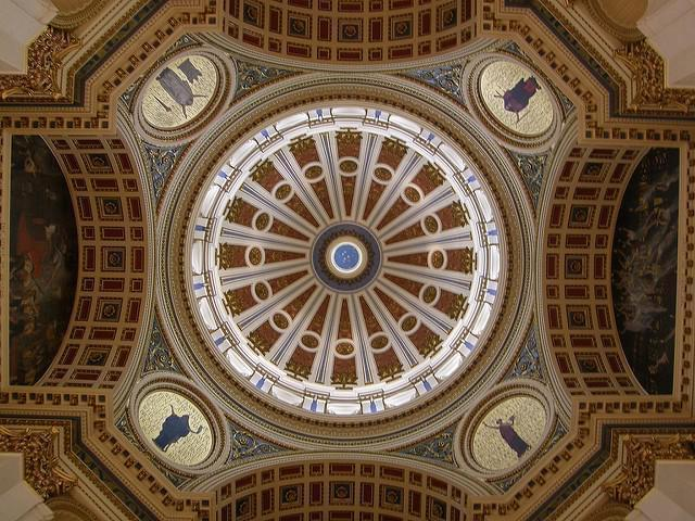An interior photo from the Pennsylvania Statehouse.