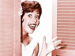 Carol Burnett smiling and waving