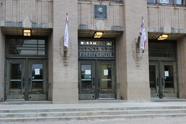 The front entrance of Champaign Central High School.