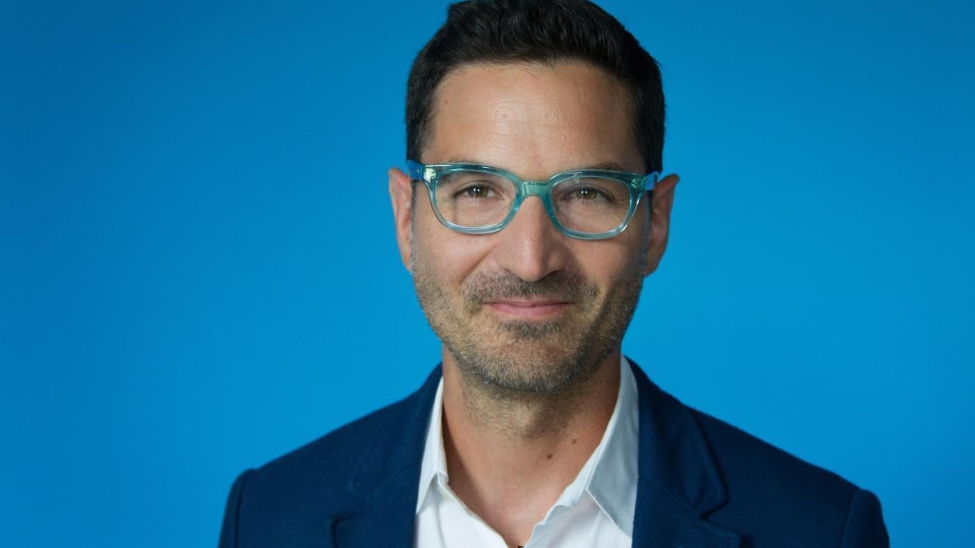 Portrait of Guy Raz.