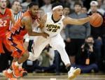 Illinois guard Jaylon Tate, left, fights for a loose ball with Iowa forward Cordell Pemsl during the second half of Saturday's Illini win in Iowa City, Iowa.