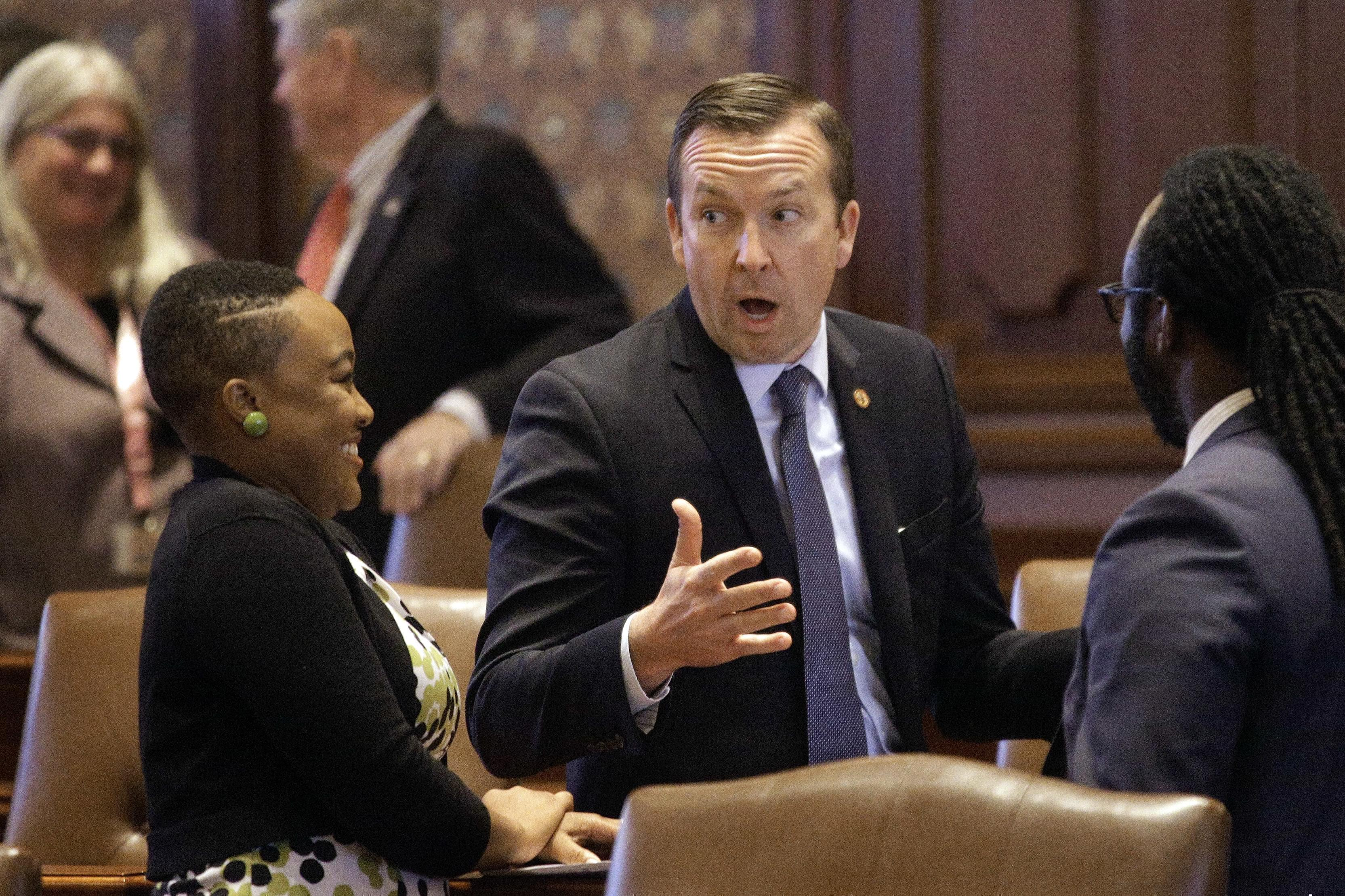 Andy Manar, D-Bunker Hill, speaks to lawmakers and staffers while on the Senate floor during veto session at the Illinois State Capitol.
