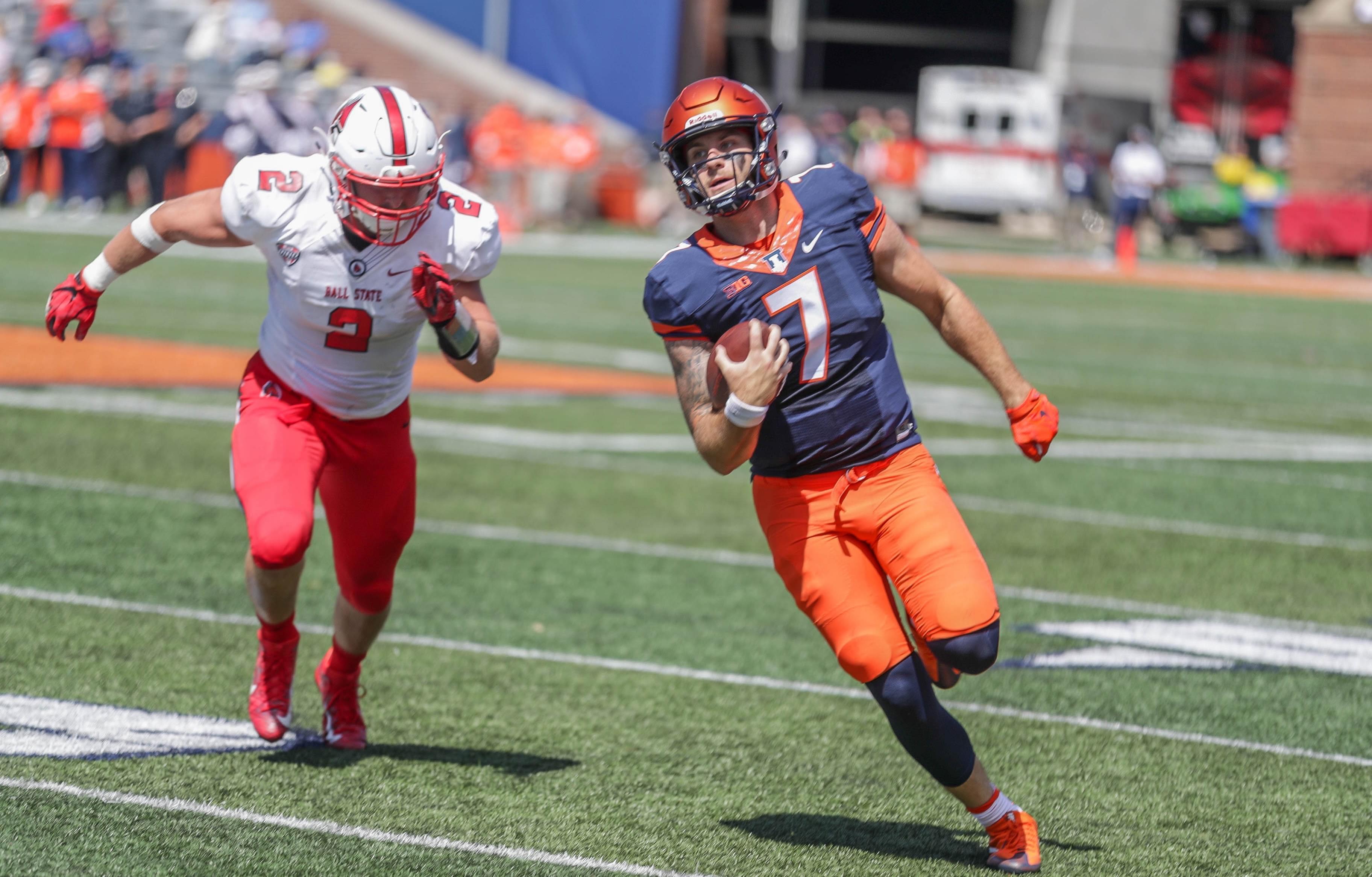 Illinois quarterback Chayce Crouch