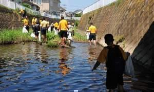Students cleaning up waterways