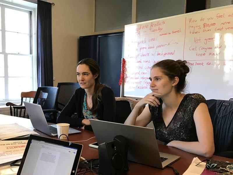 """Students Kate Shulenberger (left) and Sarah Goodman on the Massachusetts Institute of Technology's Graduate Student Council plan a """"call your congressman"""" event on campus."""