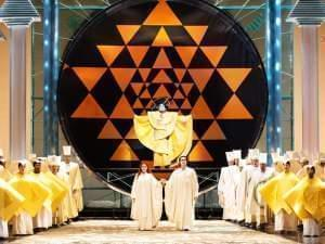The Met performs the Magic Flute on stage