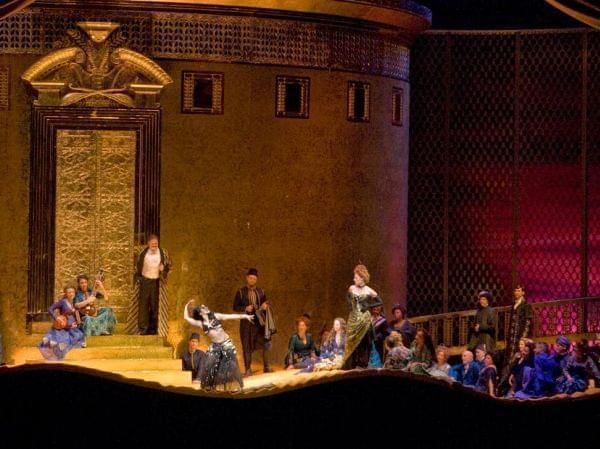 The Metropolitan Opera performs Thaïs