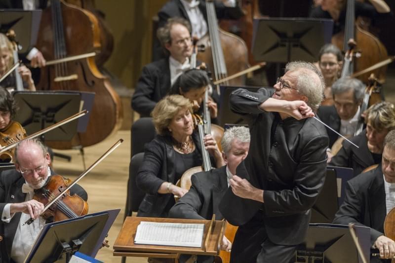 Osmo Vanska conducting the Minnesota Orchestra.