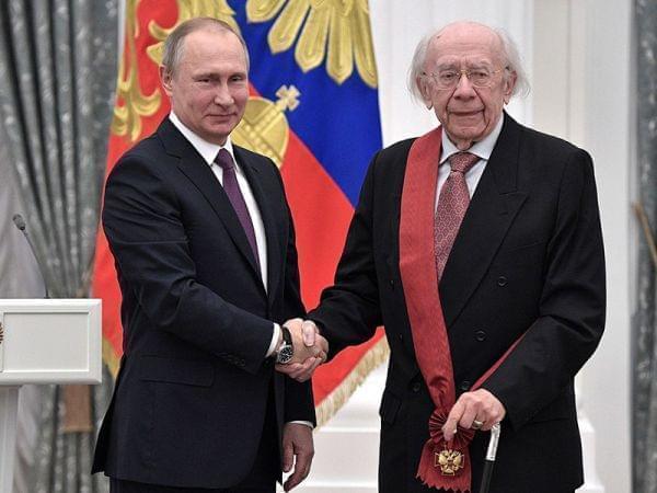 Vladimir Putin at award ceremonies (2017-05-24) with Gennady Rozhdestvensky.