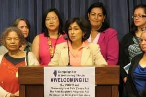 State Rep. Lisa Hernandez (D, Cicero), flanked by other Illinois House lawmakers and advocates, addresses the media on May 22.