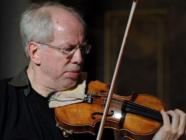 Gidon Kremer playing violin