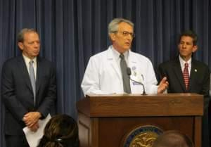 (From left) Illinois Senate President John Cullerton, Paul Pederson, MD, and Scott Saxe speak against Gov. Bruce Rauner's veto of statewide Tobacco 21 legislation.