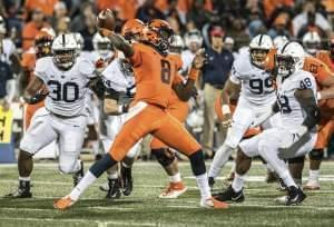Illinois quarterback MJ Rivers passes the ball.