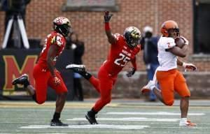 Illinois running back Reggie Corbin is chased by Maryland defensive backs Antwaine Richardson and Antoine Brooks, Jr.