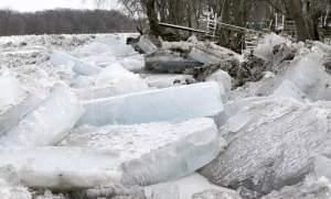 Large ice jams encroach on waterfront property along the Kankakee River at Wilmington in 2014.