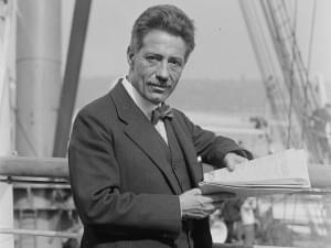 Photo of Fritz Kreisler standing.