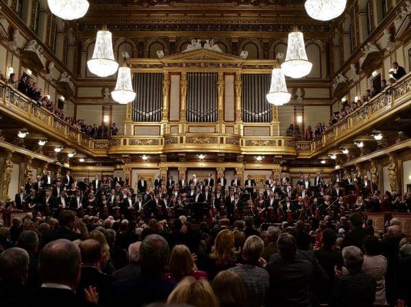 Mariss Jansons conducting the Bavarian Radio Symphony Orchestra in Vienna.