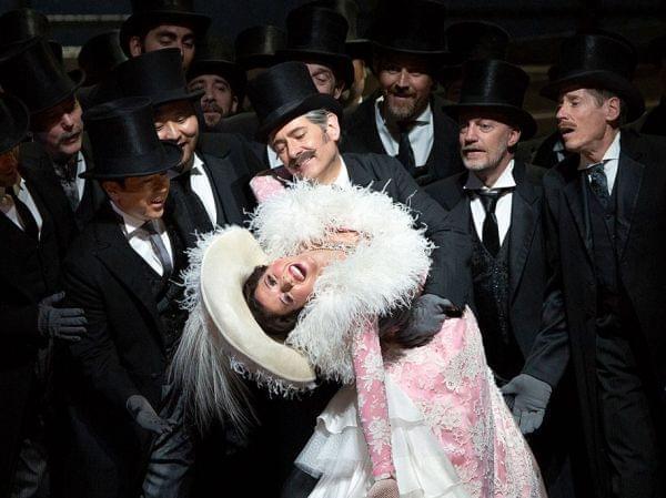 Photo of the Met Ensemble performing Manon.