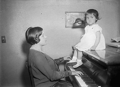 Brazilian pianist Guiomar Novaes playing piano for her daughter.